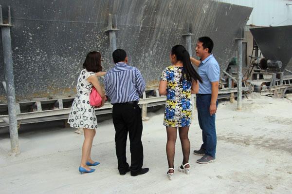 印尼外商考察我公司活性白土生产基地