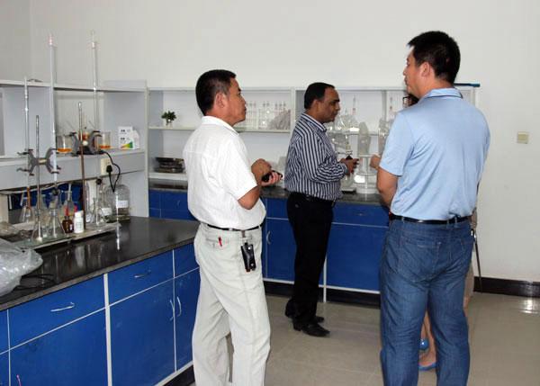 印尼外商考察我公司化验检测室
