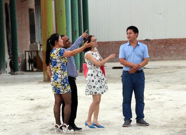 印尼外商考察我公司蒙脱石生产基地